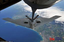 美国罕见发布B-2轰炸机空中加油照片