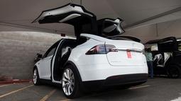 特斯拉Model X鹰翼门被曝存在质量问题