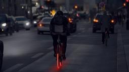 整条都能发光的自行车轮胎,安全又酷炫