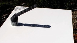 数字显示的日晷,投出的影子是数字,而非简单指针