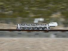 超级高铁Hyperloop完成首次露天测试