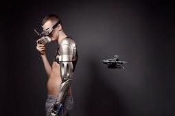 看看能充电照明的超级假肢 甚至内置了无人机
