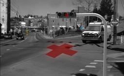 投影一个巨大的红十字在路口,能让人为救护车让道吗?