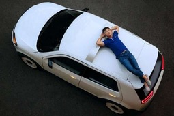 新加坡首款电动汽车EVA没人买 花了4年时间研发