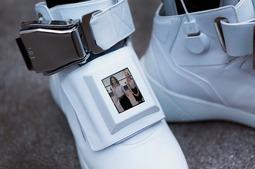 自带WiFi的运动鞋,叫价高达8700美金