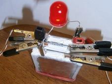 超级手机电池:充一次电用一年多?