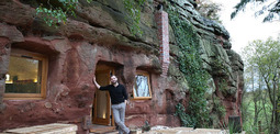 男子花6万多买下两亿多年前的洞穴,改造成豪华住宅