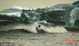 红外摄像机拍摄冲浪大片 黑白彩色影像超震撼