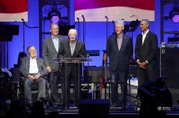 罕见!五名美国前总统同台出席飓风赈灾音乐会