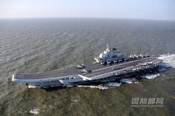 中国航母编队完成跨海区训练任务返航