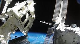 NASA发布宇航员太空行走和工作图片