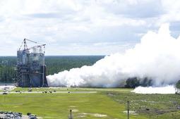 美国测试超重型火箭发动机:为前往火星做准备