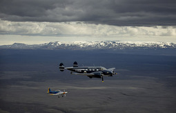英国飞行队驾驶古董飞机穿越北极