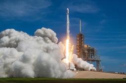 SpaceX放出了今天凌晨猎鹰9号火箭发射的高清图集