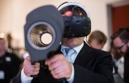 英举办世界最大规模武器展览引发争议