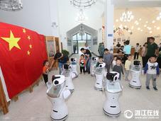 安吉:机器人陪你游美丽乡村