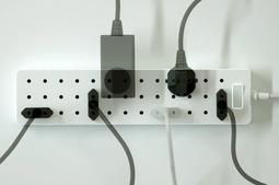 点阵式插座……随便插吧,总有合适的位置