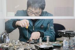 """西安""""硬盘医生""""5年修复4000多块硬盘"""