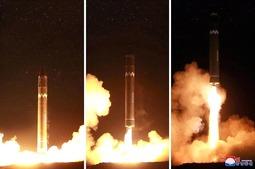 """朝鲜官方媒体公开""""火星-15""""发射照"""