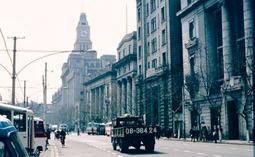 上海1985年旧影:交通亭宛如鸟巢