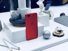 一加手机5T红色限量版图赏 专为中国用户准备