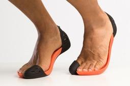 这是一双3D打印的拖鞋……灵感来自印第安人,只有一个脚趾,却好评无数