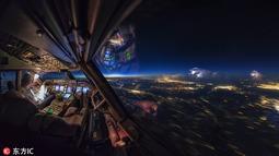 全世界最棒办公室!荷兰飞行员记录奇异天象