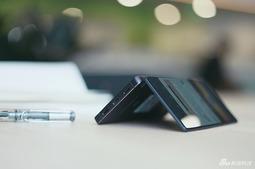 中兴Axon M折叠屏手机赏析 不同的操作感受