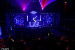 捷克音乐俱乐部推出机器人DJ:能选歌会打碟