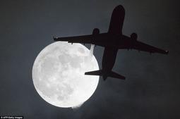 """""""超级月亮""""新年现身 照亮世界各地"""
