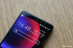 HTC U11 EYEs真机赏析 3D水漾玻璃带来的质感