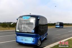 无人驾驶电动车亮相福建 续航超过100公里