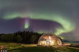 挪威夫妻自建生态圆顶屋 回归自然与北极光为伴