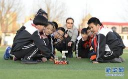 """河北乐亭:""""科技课堂""""丰富校园生活"""