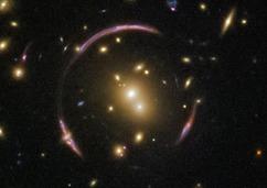 时空扭曲奇观 哈勃望远镜拍摄到爱因斯坦环