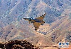 中国空军歼-10C战机担负战斗值班任务[组图]
