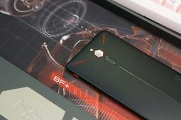 努比亚红魔游戏手机图赏:不太纯粹的游戏手机