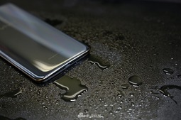vivo X21黑金配色版开箱图赏 更像是铜的质感