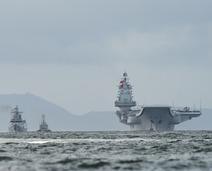 辽宁号航母和056轻护同框组