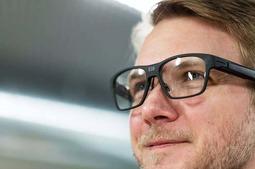 """英特尔推出外观比较""""正常""""的智能眼镜,爆谷歌、微软"""