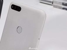 360手机N7月岩白现场图赏:隐藏式天线设计浑然一体