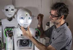 """英国科学家制造出""""能说会跳""""的超逼真机器人"""