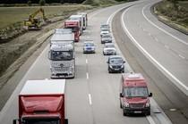 奔驰公司推出无人驾驶卡车:叫板谷歌